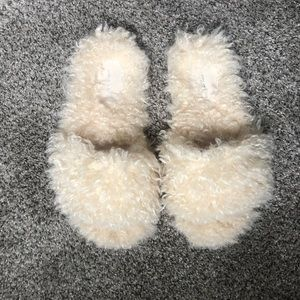 American eagle slippers ✨2 for 10 sale ✨